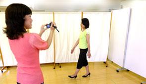ビデオ撮影でご自身の歩き方のクセを確認